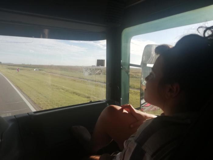 Klara auf dem Beifahrersitz