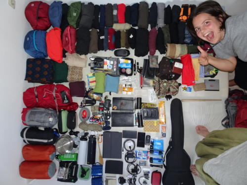 Klara mit Gepäck