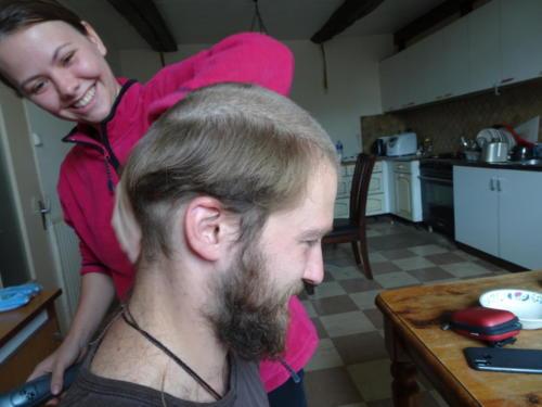 Anita am Haare schneiden