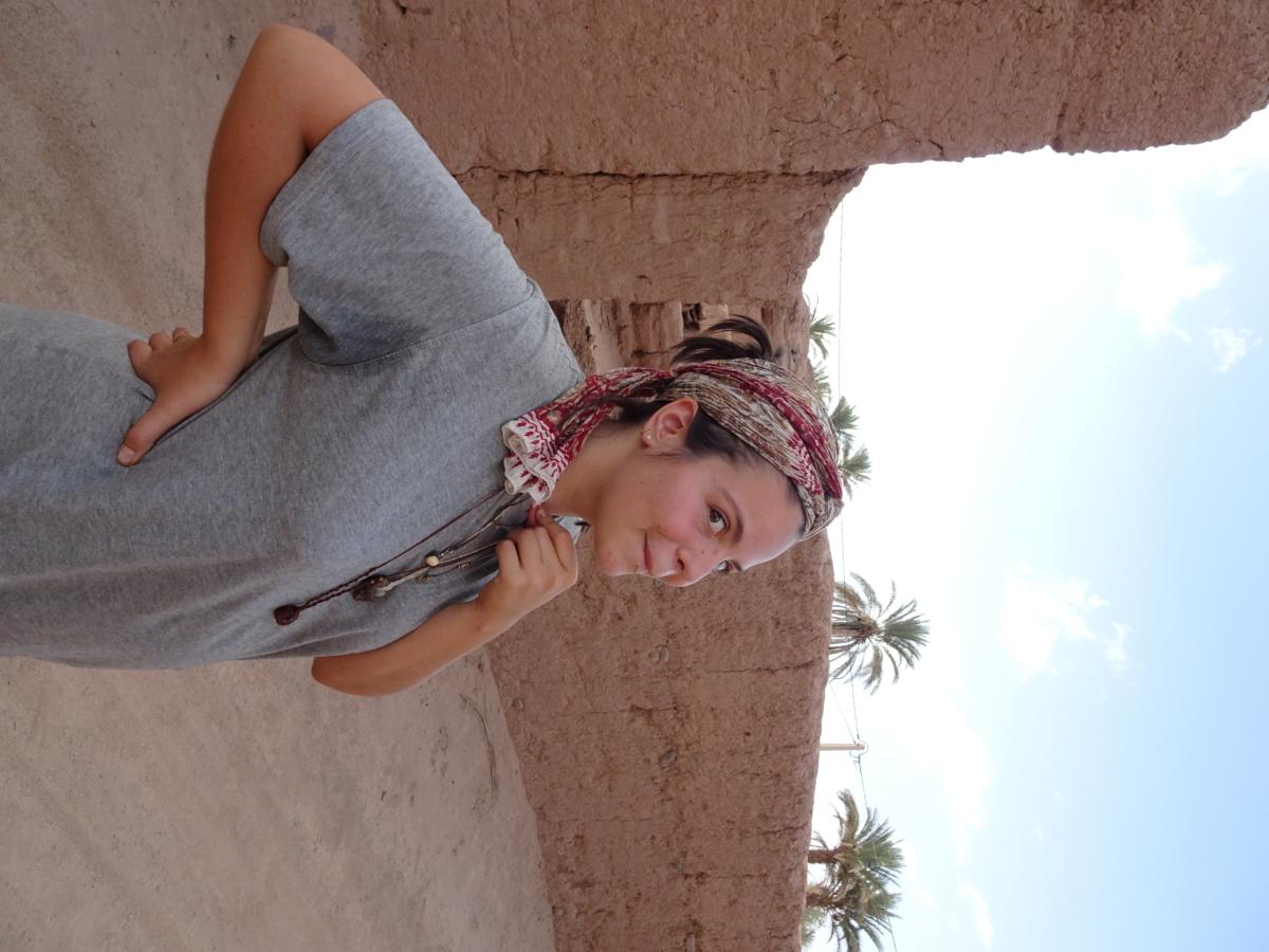 Klara vor der Kasbah